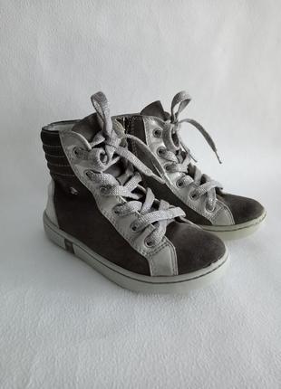 Гарненькі та стильні демі черевички primigi