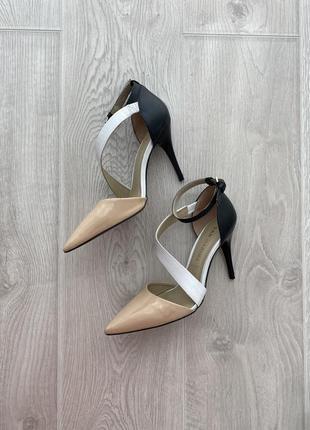 Красиві і зручні шкіряні туфлі