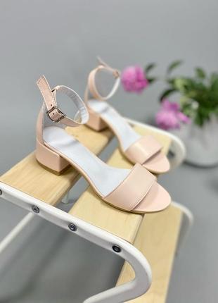 Босоножки боссоножки сандалии на низком каблуке натуральная кожа туфли 764-1 пудра