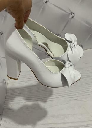 Новинка! элегантные открытые летние туфли на каблуке в любом цвете!