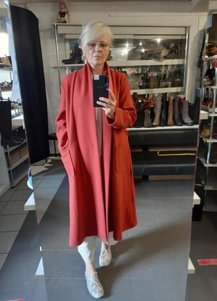 Пальто - халат лёгкое терракотовое.