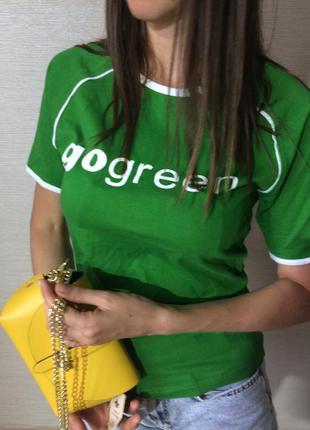 Структурированная футболка зёлёная с белыми буквами