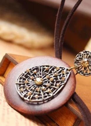 Кулон на шнурке деревянный