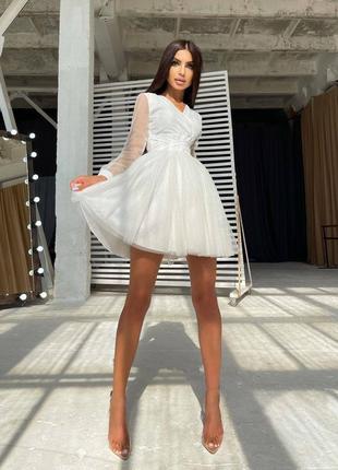 Мини платье с блёстками и пышной юбкой