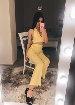 Жовтий костюм