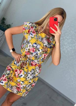 Чркое платье с поясом