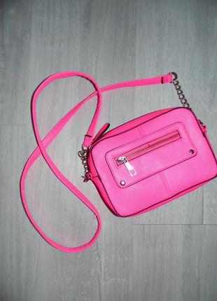Ярко розовая сумочка для стильной малышки