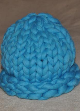 Голубая шапка из мериносовой шерсти