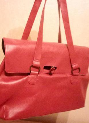 Стильная вместительная сумочка