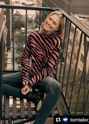 Дизайнерский свитер over-size шерсть фирменный принт