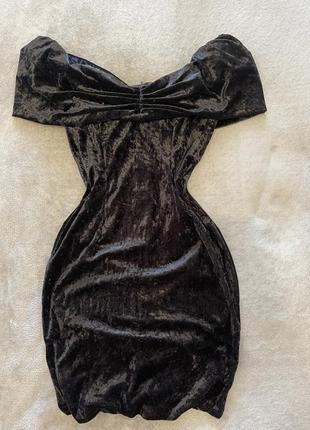 Короткое черное платье