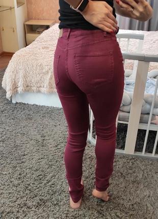 Вишневые красные джинсы h&m
