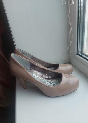Фирменные туфли, туфли туфельки на каблучке