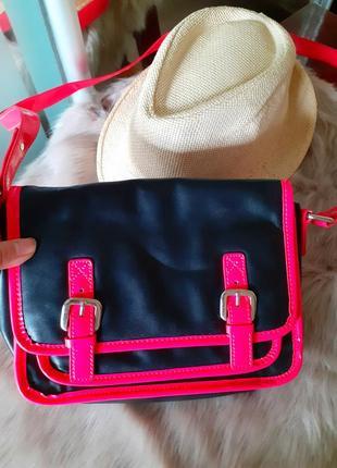 Яркая летняя легкая сумочка чемоданчик