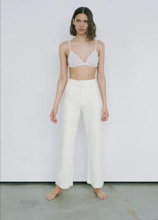 Крутые укороченные молочные джинсы экрю с новой коллекции кюлоты клёш zara zw the marine straight