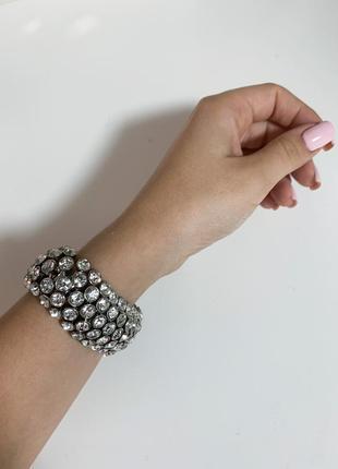 Массивный браслет с камнями