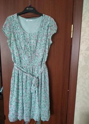 Легкое, нежное платье с летним принтом