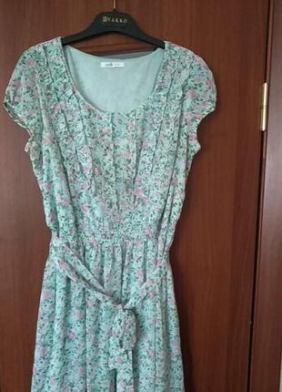 Легкое, нежное платье с летним принтом3 фото