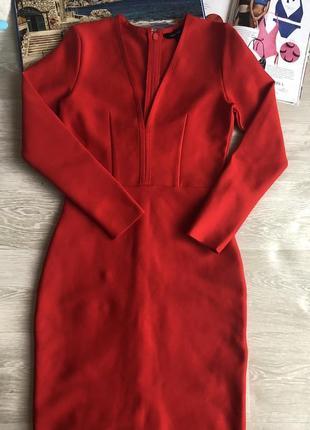 Бандажное красное платье