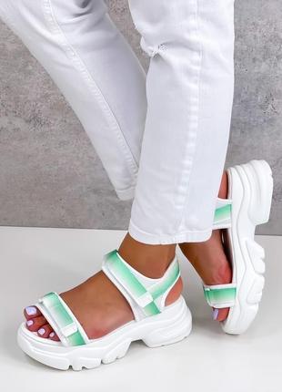 Женские спортивные босоножки на липучках белые с мятой