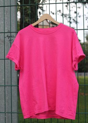 Малиновая однотонная крутая футболка из 100% хлопка свободного кроя базовая яркая