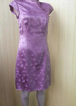 Атласное летнее платье с цветочным принтом и воротником4