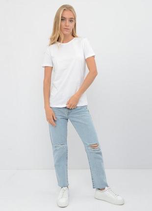 Базовая женская футболка с круглым воротником на короткий рукав белого цвета