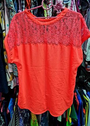 Яркая нарядная блузка