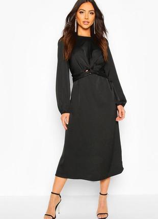 Красивое черное платье с длинным рукавом