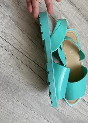 Красиві, зручні силіконові сандалі