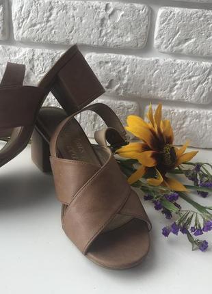 Босоножки 👡 на устойчивом каблуке