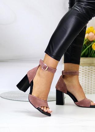 Босоножки на каблуке замшевые светло черничного цвета