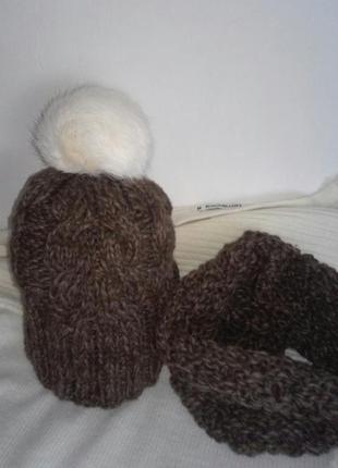 Снуд и очень теплая шапка с помпоном.