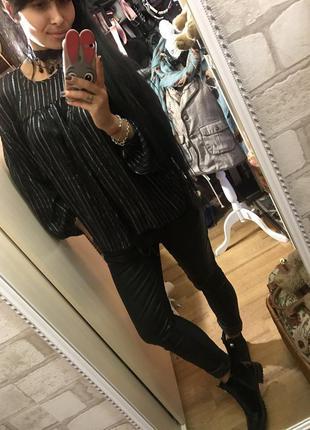 Эффектная черная блуза с люрексом
