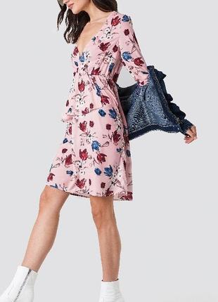 Платье в цветочный принт летнее