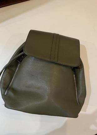 Рюкзак женский  цвет хаки состояние идеальное
