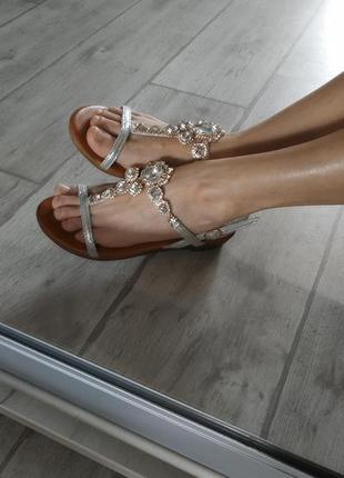 Очень красивые сандалии