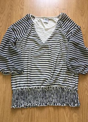 Блуза шифоновая с кружевной вставкой