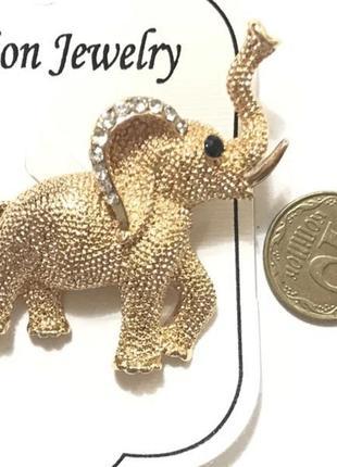Брошь слон со стразами