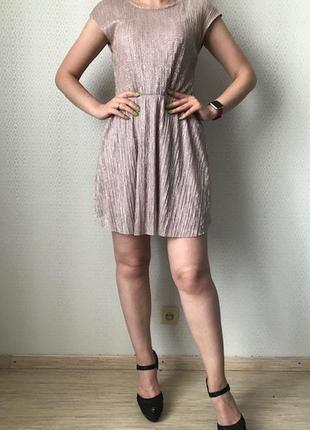 Летнее тонкое нарядное платье мерцающая ткань гофре от clockhouse, размер xs - s