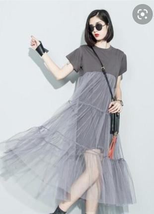 Платье-футболка с фатиновой каскадной юбкой