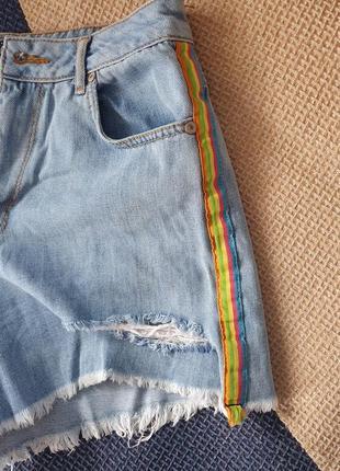 Джинсовые шорты короткие яркие голубые синие с потертостями