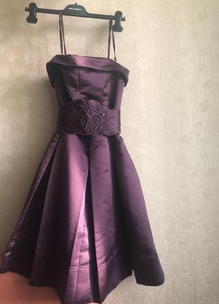 Вечернее брендовое лиловое атласное платье на съёмных бретелях