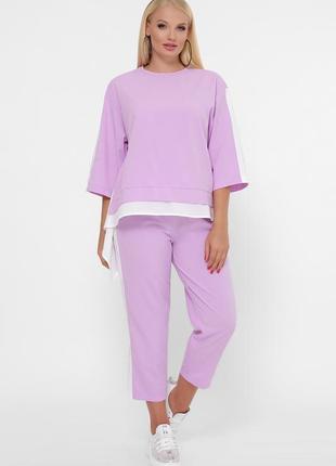Повседневный фиолетовый костюм