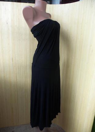 Вечернее чёрное платье с открытой спиной под грудь и золотистым кантом