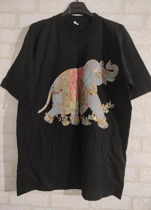 Качественная, котоновая футболка с рисунком слона, с украшением. 100% коттон.
