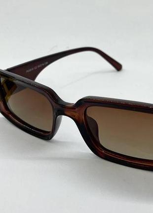 Очки женские солнцезащитные прямоугольные с поляризованными линзами и градиентом в коричневой оправе