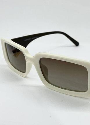 Женские солнцезащитные очки с поляризованными линзами  в пластиковой оправе прямоугольники бежевые1 фото