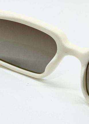 Женские солнцезащитные очки с поляризованными линзами  в пластиковой оправе прямоугольники бежевые4 фото