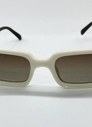 Женские солнцезащитные очки с поляризованными линзами  в пластиковой оправе прямоугольники бежевые5 фото